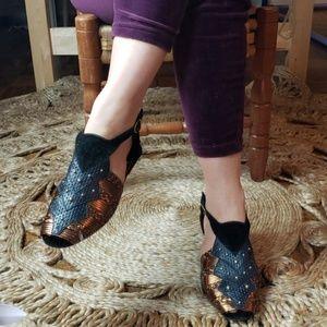 Vintage// Strappy// Sandal